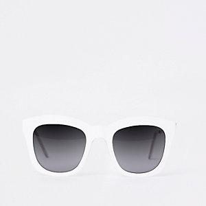 Grosses lunettes de soleil glamour blanches