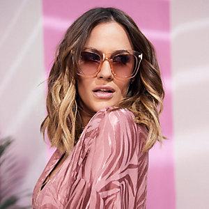 Caroline Flack – Lunettes de soleil glamour roses