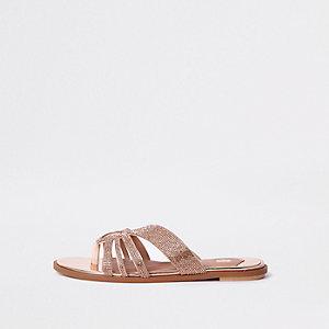 Sandales dorées à entredoigt orné de pierres fantaisie