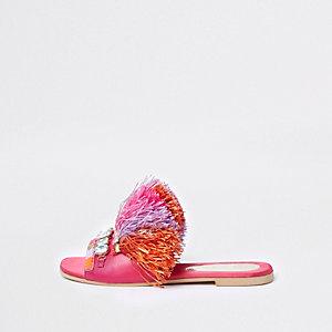 Roze sandalen met sierstenen en raffiafranje