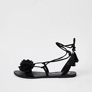 Sandales noires à fleurs nouées à la cheville