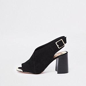 Zwarte schoenlaarsjes met brede pasvorm en blokhak
