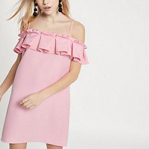 Petite – Plissiertes Kleid mit Schulterausschnitten und Rüschen in Rosa