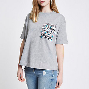 T-shirt carré gris à poche ornée de sequins en forme de disques