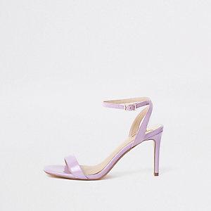 Sandales minimalistes violettes à talon mi-haut coupe large