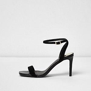 Zwarte minimalistische sandalen met bandjes en brede pasvorm