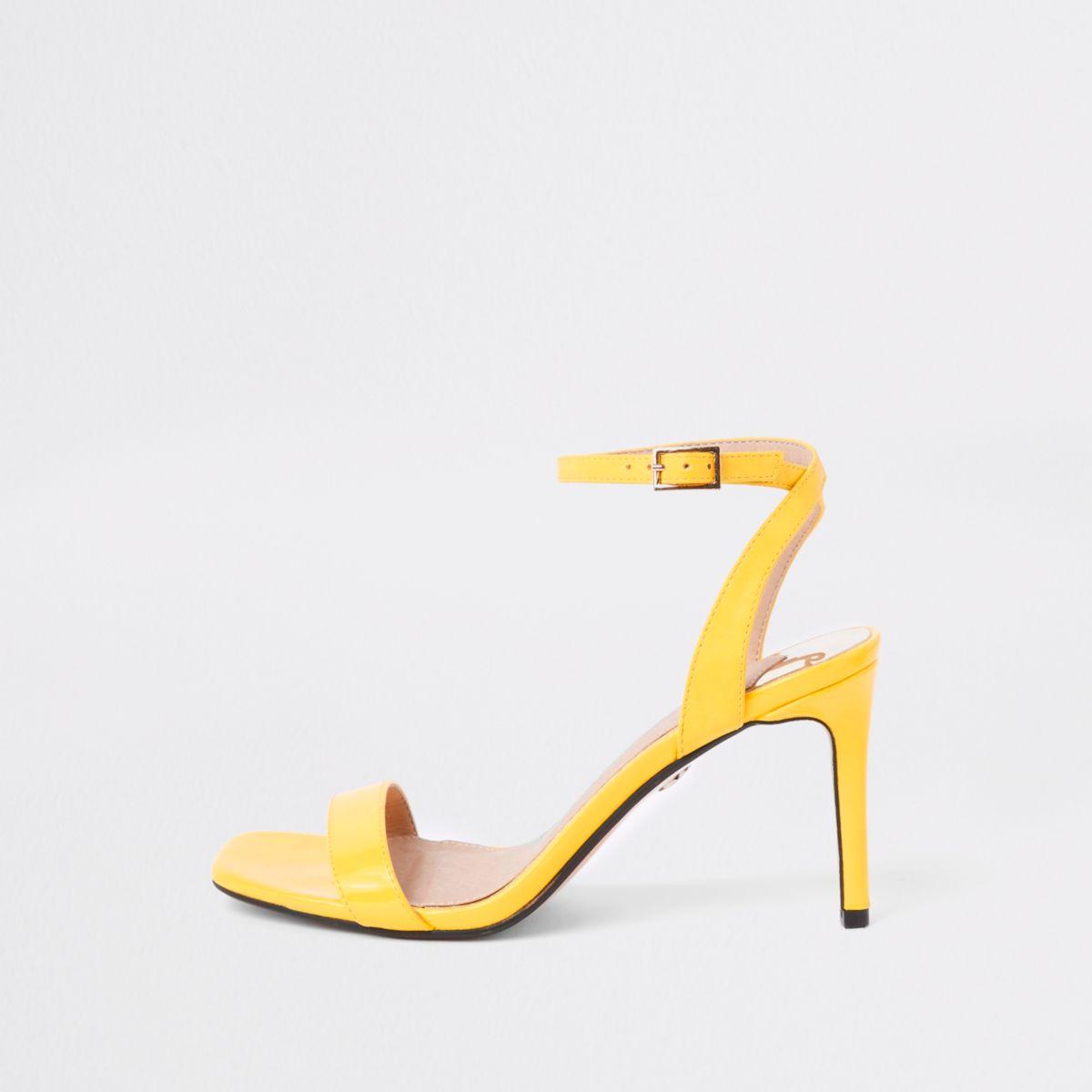 Gele minimalistische sandalen met brede pasvorm en midi-hak