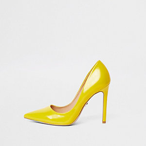 Yellow wide fit faux leather court shoe