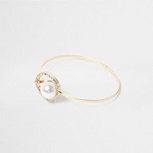 Goldener Armreif mit Perle