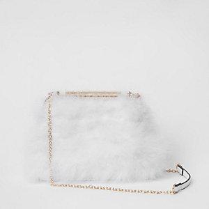 Witte tas met veren en ketting