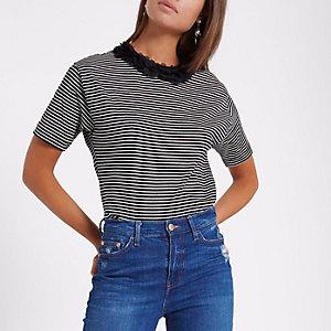 Schwarzes, kastenförmiges T-Shirt mit Streifen