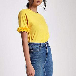 T-shirt carré jaune à manches ornées de fleurs