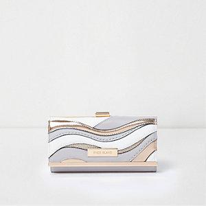 Lichtgrijze metallic portemonnee met druksluiting en uitsnedes