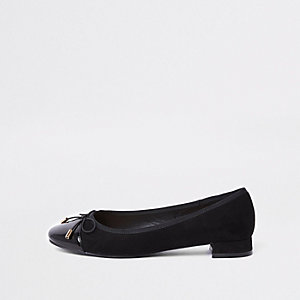 Black bow ballerina pumps
