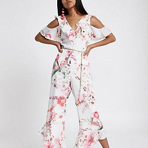 Petite – Rosa Jumpsuit mit Blumen und Schulterausschnitten
