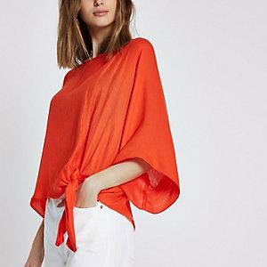 T-shirt rouge avec nœud sur le côté