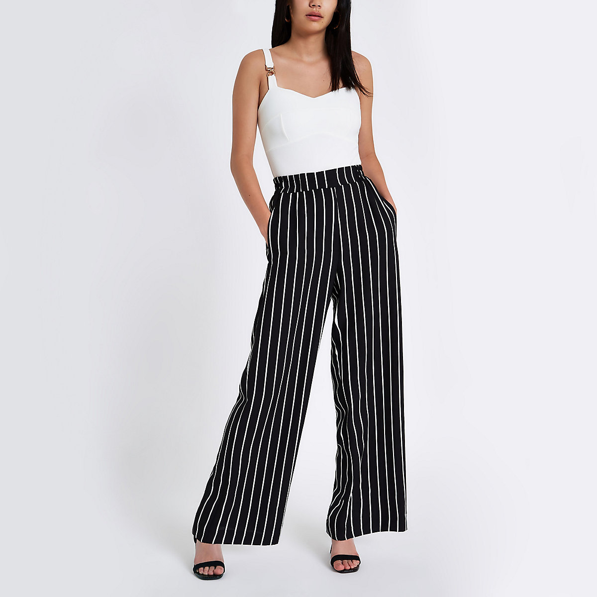 Zwarte gestreepte broek met wijde pijpen