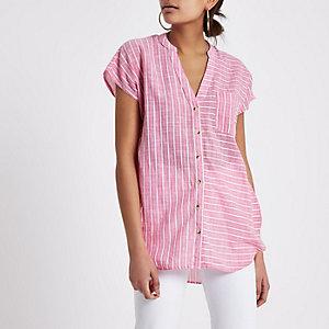 Roze gestreept ruimvallend overhemd met korte mouwen