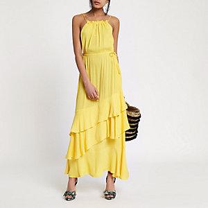Robe longue jaune avec encolure haute et pampilles