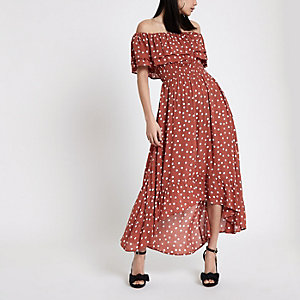 Robe longue encolure Bardot à pois marron