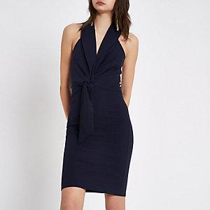 Mini-robe habillée bleu marine à dos nu