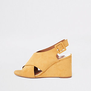 Yellow cross over wedges