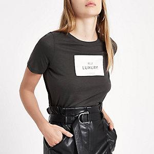 T-shirt ajusté avec étiquette «belle luxury» gris