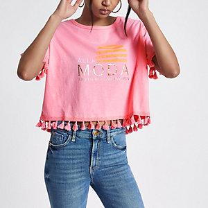 Roze recht T-shirt met 'Alla moda'-print en pompons