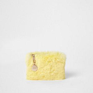 Porte-monnaie en fausse fourrure jaune zippé