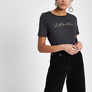 Grijs aansluitend T-shirt met 'La moderne'-folieprint