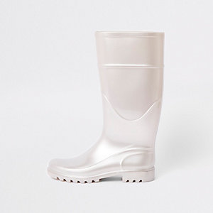 White wellie boots