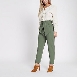 Pantalon vert kaki à taille froncée