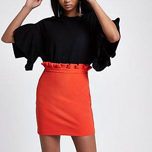 Mini-jupe rouge froncée à la taille