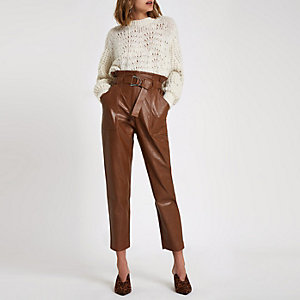 Pantalon marron foncé à taille haute ceinturée