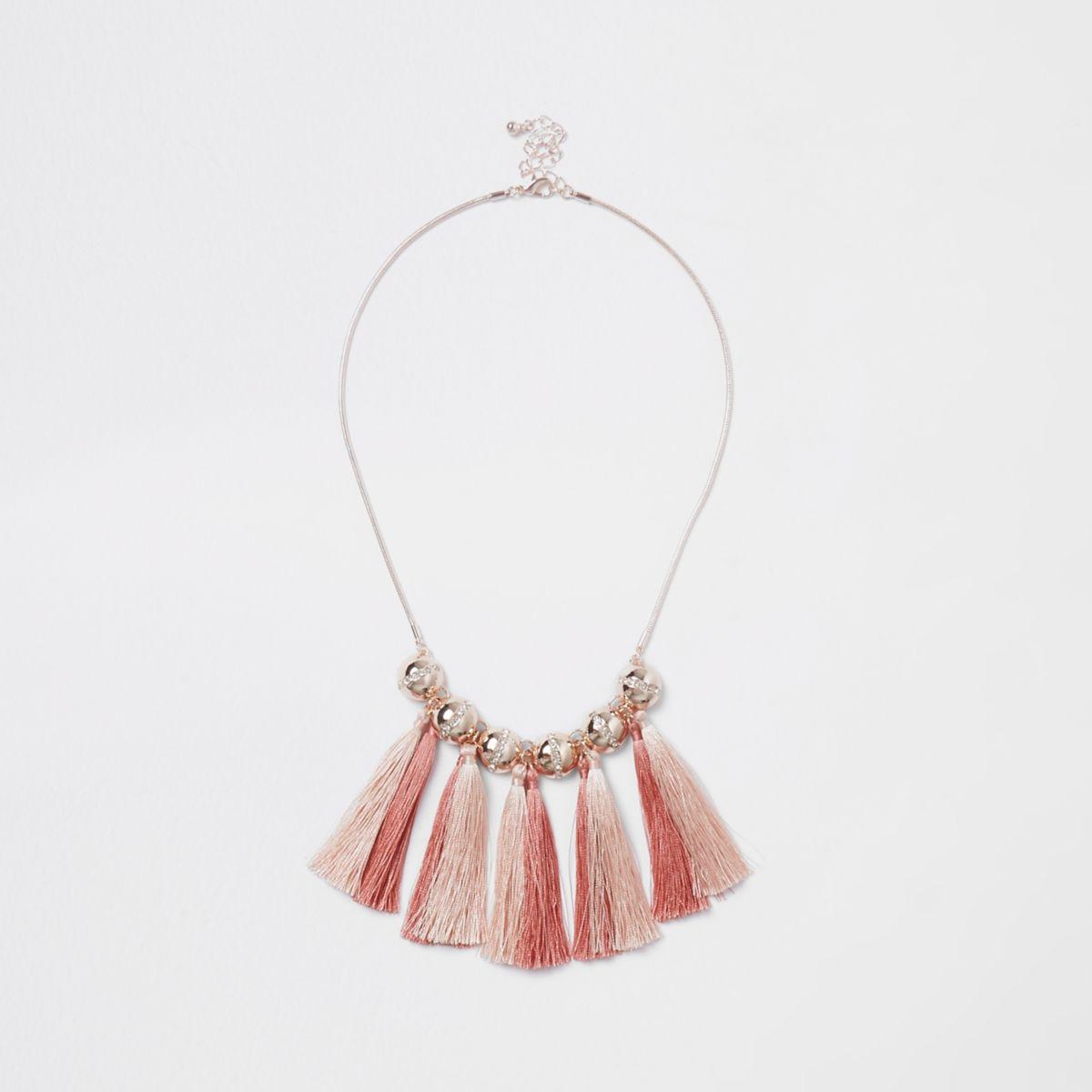 Goudkleurige ketting met roze kwastjes en stras
