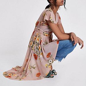 Roze kimono met bloemenprint, strik voor en ongelijke zoom