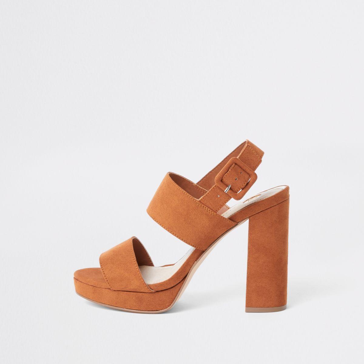Bruine sandalen met twee bandjes, hak en plateauzool
