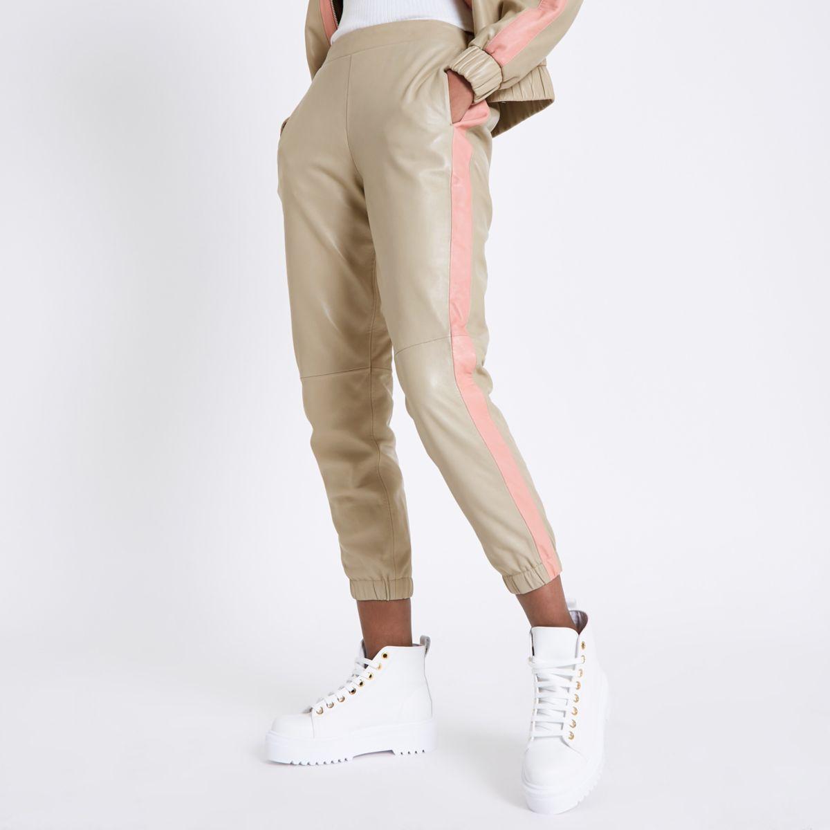 Pantalon fuselé en cuir beige