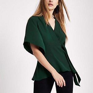 Top vert foncé à manches kimono noué sur le côté