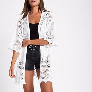 Cardigan au crochet blanc à manches kimono