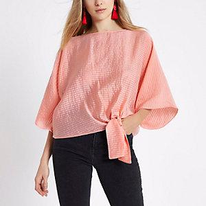 T-shirt rose corail noué sur le côté