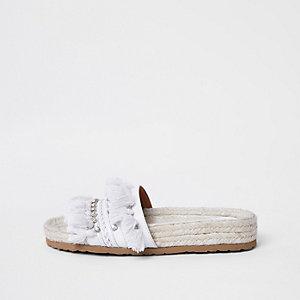 Witte sandalen met diamantjes en kwastje