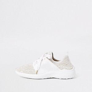 Baskets de course blanches lacées en maille