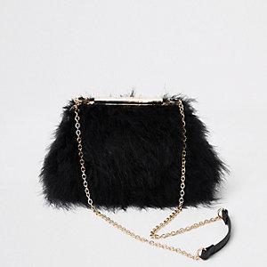 Zwarte tas met veren en ketting