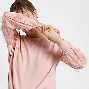 Sweat rose avec franges aux manches