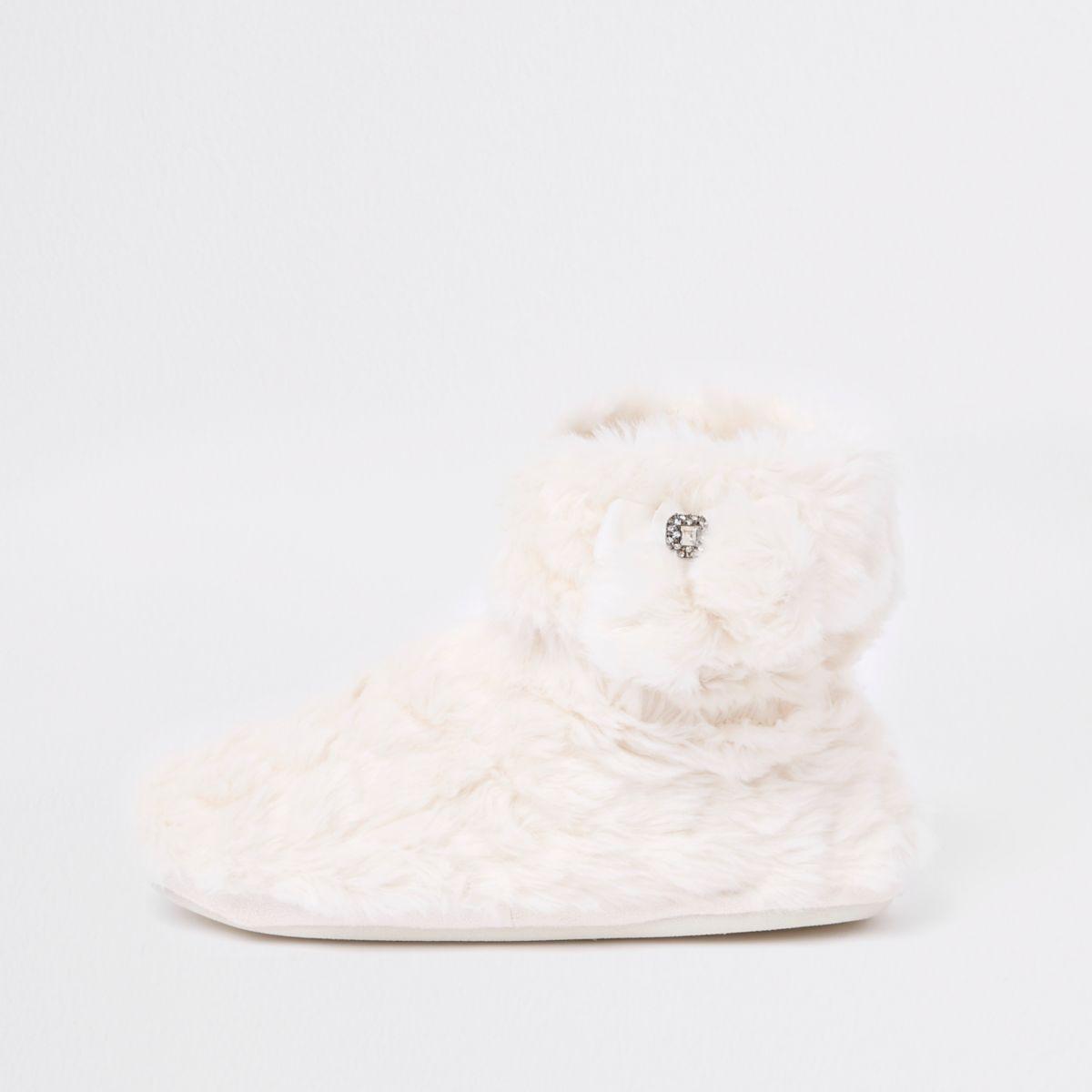 Cream fluffy pom pom bootie slippers