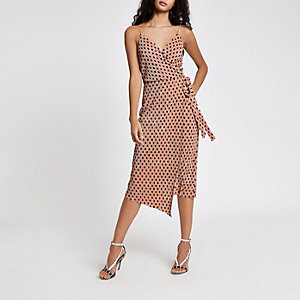 Pinkes, gepunktetes Kleid