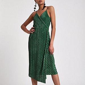 Groene plissé midi-slipdress met overslag en stippen