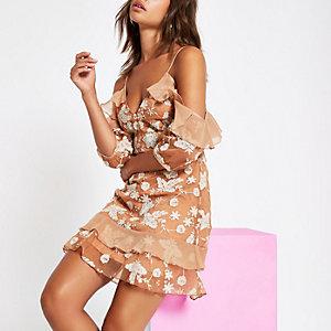 Caroline Flack – Mini robe en mousseline marron