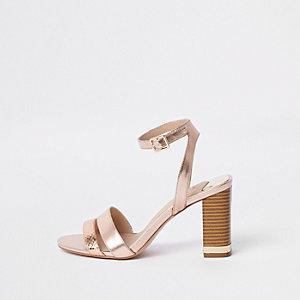 Roségoudkleurig metallic sandalen met blokhak